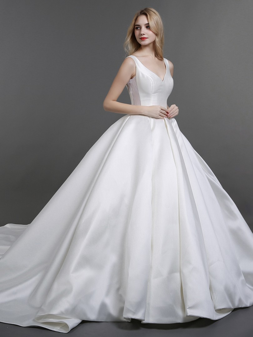 Ball Gown Satin Ivory Lacet Poche Chapel train Col en V Sans Manches Robe de Mariée
